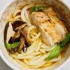 めんつゆとカレー粉で作る皮パリチキンのせスープカレーうどんのレシピ