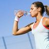 水分補給と脱水(長時間運動を行っているアスリートでは、1日に5lの体液、4,600~5,750mgのナトリウム、少量のカリウムを喪失する)