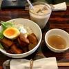 マンションの一室を改造したカフェ|吉祥寺イルカッフェで楽しむ丼ランチ