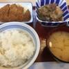 「福岡貝塚食堂」であったかいごはんとお味噌汁。この普通な感じが最高なんですよね〜♪