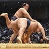 鶴竜、稀勢の里に敗れ初黒星…1敗で3人並ぶ