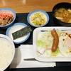 定食春秋(その 251)ソーセージエッグ定食(牛小鉢) in 松屋