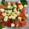 7月19日★モッツアレラチーズを使ったメニュー♪♪「豆腐入りカプレーゼ風サラダ」豆腐とモッツアレラチーズのもっちり触感と酸味あるトマトをオリーブオイルでいただきます★