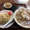 新杉田の「さかえや食堂」で半チャーハンとラーメン