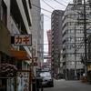 ポートタワーが元町商店街からまだ半分見えます。