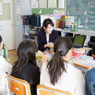 「キャリア教育」を通じて、専門性を地域社会に活かす松本早紀子さん 小学校訪問レポート