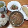 納豆と芋天と味噌汁と麦飯