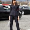 女性黑色套裝在商務場合上的運用