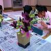 庭の花を描く