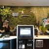 「変なホテル 舞浜 東京ベイ」 140体のロボットが働く 近未来ホテルが面白い!