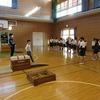 4年生:体育 友達の跳び方を見て