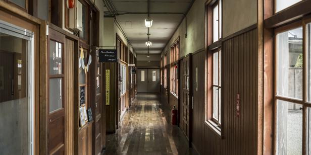 閉校になった小学校がおしゃれスポットにリノベーション! 「旧質美小学校(質美笑楽講)」に行って来ました♪