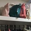バッグの収納はクローゼット上段に:自立させる工夫。