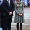 ケイト ∙ ミドルトンと追悼式の衣装は控えめなグレーコート ∙ ドレック ∙ ファッション
