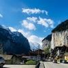 【スイス旅行記】登山列車で絶景を求めて②〜滝やばすぎ  ラウターブルンネンでひと休み