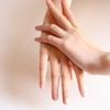 手荒れがひどいなら手袋や指サックをつけて仕事するといいよ
