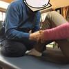 腰は反らせず、拇指は反る。