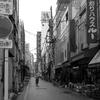 雨の繊維問屋街 横山町