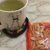 柿の種とお茶があればもうそこは日本
