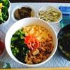 鶏そぼろとたまごと小松菜でつくった三色丼( *´艸`)