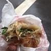 葱油餅の超有名店、永康街にある「天津葱抓餅」で変わり種の台湾バジル入り葱油餅を食べてみた