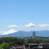 《徒然記》【写真館295】横浜市の住宅地から見える富士山と新幹線