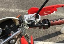 ヘルメットホルダーより気軽に使えるバイク用ワイヤーロック