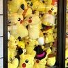 ピカチュウが窓に敷き詰められている お店 K-BOOKS 池袋GAME館