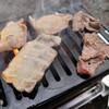 久々に屋外で炭火焼肉。豚バラ、牛バラ、肩ロース。