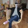 FabLab Kannaiのカッコいい椅子にラスボスっぽく座ってみた