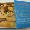 ローザーの缶入りクッキー レトロ調の青い缶がとてもいい!