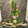 お正月アレンジメントにも御祈祷済みの麻飾りを。