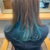 【ブルーグリーン】のインナーカラーで個性派デザインヘア