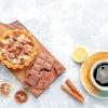 《お菓子とデザイン》まるで宝石箱【L'atelier Monei】「カレンダー ドゥ アドベント 」と、キッチン雑貨【Aynsley】カップ&ソーサー