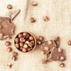 《お菓子とデザイン》メリーチョコレート×ムーミンの可愛い「リトルミィポーチ」には、金色の星型チャーム付き