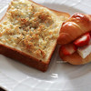 カルシウムに手軽にたっぷりレシピ、「じゃこチーズトースト」と「いちごクリームチーズサンド」