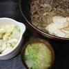 肉豆腐、白菜漬物、味噌汁