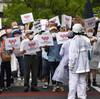 会場に街宣/献花中に罵声/開催賛成・反対ともに脅迫文/聖火ランナーに爆竹……抗議の夏、或いは妨害の夏。