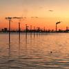 海中電柱が並ぶ「江川海岸」の幻想的なマジックアワー
