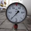 医療ガスのアウトレットの圧力をはかるには圧力計が必要だ。
