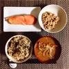 豚肉と玉ねぎのスープ、焼き鮭、小粒納豆。