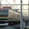 夕暮れの高崎線を走るE231系電車