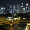 【高層ビル群の夜景が見えるフードコート】シンガポール/マリーナ・スクエア