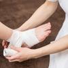 【もし足首を捻挫したら・・・】自分で出来る応急処置のやり方を紹介します。