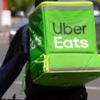 ★「ウーバーイーツ(Uber Eats)」の配達をよく見かけますね。