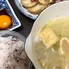 たまごかけご飯と味噌汁とじゃがいもベーコン炒め