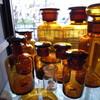 アンバーガラスの古い薬瓶