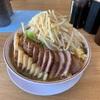 幅20㎝の豚チャーシューを分厚くカットした「豚一本」の肉汁らーめん公(kimi)!