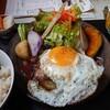 金沢市長町にある百薬キッチンで、百薬御膳+目玉焼き。身体に優しく気遣った美味しいご飯。