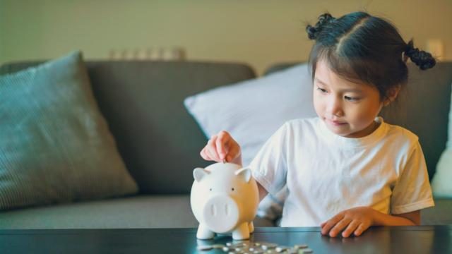 """子供のお小遣いは4歳から!金銭感覚も自己肯定感も育む""""お金教育""""の7つのコツ"""
